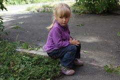 Flicka som utomhus spelar 18564 Arkivbild