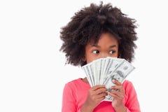 Flicka som visar sedlar Royaltyfria Bilder
