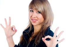 Flicka som visar tum övre gest Arkivbild