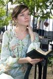 Flicka utomhus med bibeln Royaltyfria Bilder