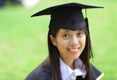 flickaavläggande av examen Fotografering för Bildbyråer