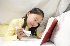 flickaavläsningsbarn Arkivbilder