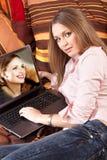 flickabärbar datorworking fotografering för bildbyråer
