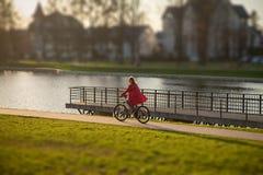 Flickadrev på cykeln Arkivfoto