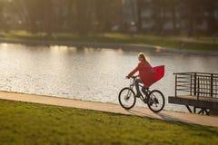 Flickadrev på cykeln Royaltyfri Fotografi