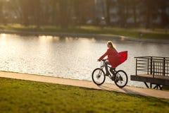 Flickadrev på cykeln Royaltyfri Foto
