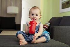 Flickadricksvatten Royaltyfri Bild