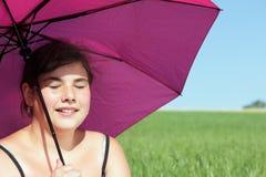 flickaett slags solskydd arkivfoto