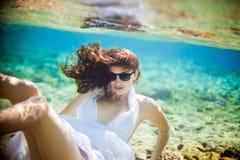 flickaexponeringsglassun under vatten Royaltyfri Bild