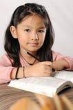 flickagrundskola för barn mellan 5 och 11 år Royaltyfri Fotografi