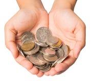 Flickahänder med mynt royaltyfri foto