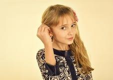 flickahår little long bakgrundsflicka som isoleras little som är vit Fotografering för Bildbyråer