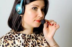 flickahörlurar med mikrofon Royaltyfria Foton