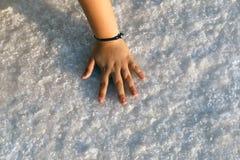 Flickahand på salt på Salt Lake Arkivfoto