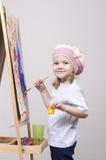 Flickakonstnärmålarfärger på kanfas Royaltyfri Bild