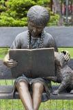 Flickaläsning Monument; Arkivbilder