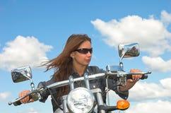 flickamotorcyclist Royaltyfri Bild