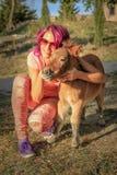 Flickan älskar ponnyer Royaltyfri Fotografi