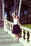 Flickan är förlovad i en balett Arkivfoton