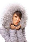 flickan överför vinter arkivfoto