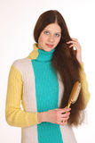 Flickan att bry sig för härligt hår Arkivfoto