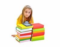 Flickan bokar och eBook som isoleras på vit Royaltyfri Bild