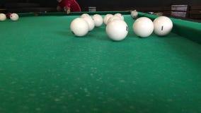 Flickan bryter billiardbollar 1 lager videofilmer