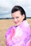 flickan döljer wind Royaltyfria Bilder