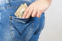 Flickan får pengar ut ur facket Royaltyfri Foto