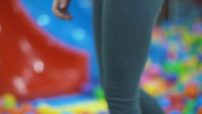 Flickan går till bollarna arkivfilmer
