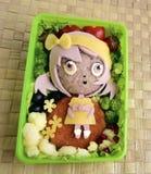 Flickan göras av ris Kyaraben bento Arkivfoton