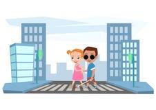 Flickan hjälper en blind pojke att korsa vägen på trafikljus Royaltyfria Bilder