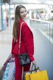 Flickan i det röda omslaget Arkivfoto