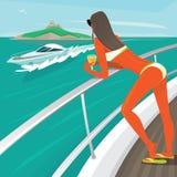 Flickan i en baddräkt solbadar anseende på yachtdäck Arkivbilder