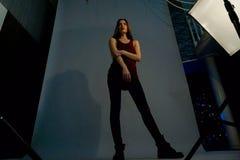 Flickan i en trend fotografering för bildbyråer