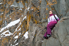 Flickan klättrar vaggar Royaltyfria Bilder