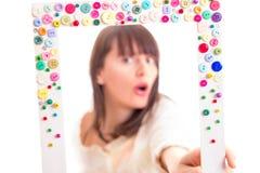 Flickan inramar in Fotografering för Bildbyråer