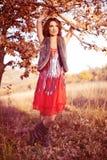 flickan låter vara röda trees arkivfoto