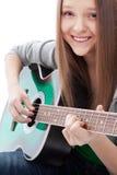 Härlig flicka med gitarren på vitbakgrund royaltyfri fotografi