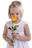 flickan little steg lukta vit yellow Royaltyfria Foton