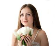 Flickan med blommor royaltyfri fotografi