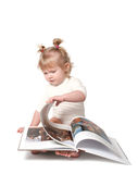 Flickan med boka. Royaltyfri Bild