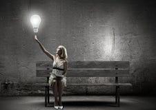 Flickan med bokar Fotografering för Bildbyråer