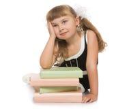Flickan med bokar royaltyfri bild