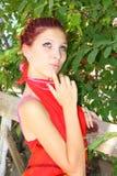 Flickan med en mystisk look Royaltyfria Foton