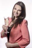 Flickan med exponeringsglas av wineTheflickan med exponeringsglas av vin Arkivbilder