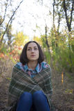 Flickan med filten Arkivfoton