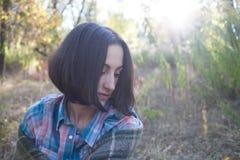 Flickan med filten Royaltyfri Bild