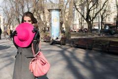 Flickan med hatten Royaltyfri Fotografi