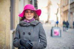 Flickan med hatten Royaltyfri Foto